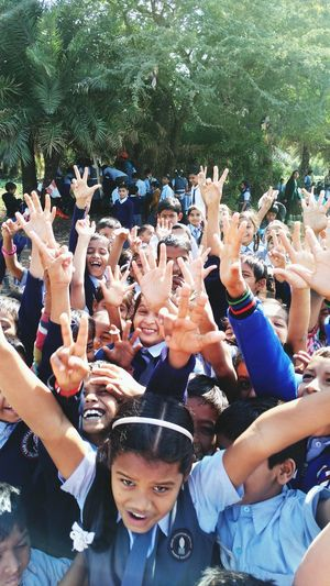 My photo momment...everyone wants to come in the frame and i got this perfect shot... Photographycraze Child School Hands Me Swamivivekanandvidyalaya EyeEmNewHere
