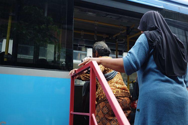Naik bus Lady Street Old Bus