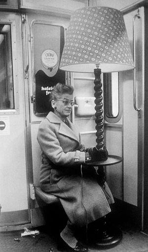Petite photo rigolotte pour faire suite à celle de @2jubu, sauf q c'etait en 77 et bien sur elle n'est pas de moi!!! ;) Subway Metro Paris Avant...