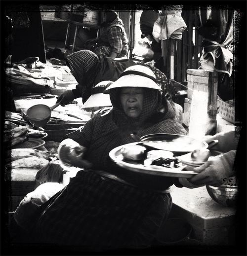 The Describe of JAGALCHI fish market The Portraitist - 2014 EyeEm Awards