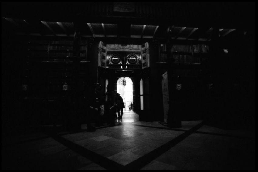 Urban Rio de Janeiro 35 Mm Analogue Photography Architecture Books Bookshelf Cityscape Copa 2014 Façade Gabinete LC-Wide Library Lomography Real Gabinete Português De Leitura Rio De Janeiro Transport Travel Alley Black And White Favela Gabinete De Leitura Portugues Grain Shopping Dolls Street Photography Urban Life Worldcup