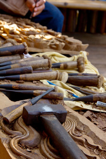 Wood carving Carving Tools Wood Carving Tools Carving Carving - Craft Product Close-up Day For Sale Human Body Part Human Hand Indoors  Large Group Of Objects Market One Person People Real People Tools Wood Carving Wood Carving Art