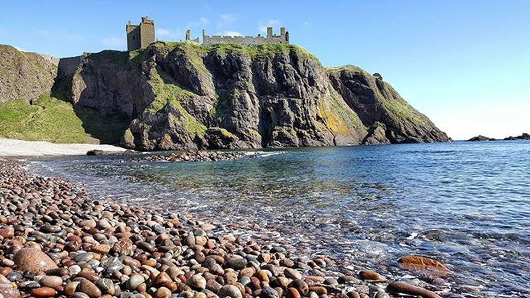 Bay Sunshine - FINALLY got to the restricted 'Hall Bay' at Dunnottar Castle, lovely to see the castle from a different view. Thank you to @neily39 and @katstewart01 for inviting the 'Aberdeen Shutterguides' along to the 'Instameet', great day, photo's and new friends. ☺👍📷 Dunnottarcastle Dunnottar Beautiful Hallbay Sunshine Spring Coastline Castle Stonehaven Beautifulscotland Visitaberdeen Visitaberdeenshire VisitScotland Brilliantmoments Photooftheday Landscape Britains_talent