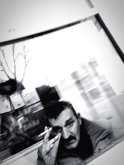 """şehirde insan"" Sokakfotografi IPhoneography Besiktas Istanbul Voyeurismus Street Portrait EyeEm Streetphotography Sokakhikayeleri Window Close-up This Is Aging"