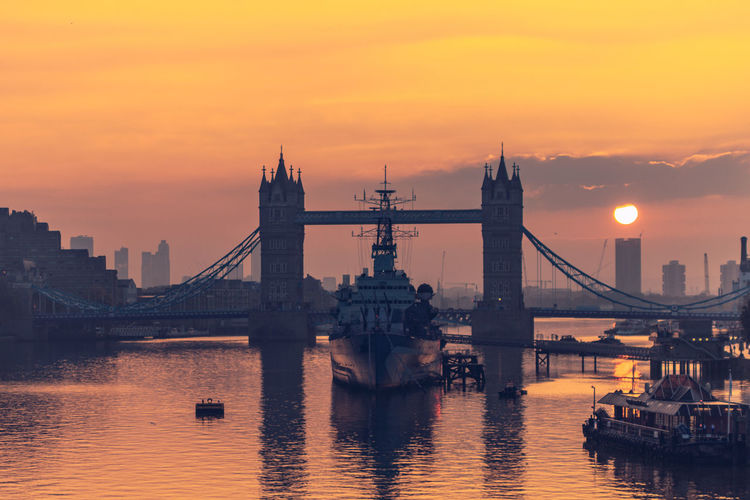 Sunrise, Tower Bridge Beautiful LONDON❤ London London Lifestyle London Streets Sky And Clouds Sunset_collection Architecture Building Exterior City Commercial Destination Destinations London_only Londonlife Magazine Outdoors Sky Sunrise_sunsets_aroundworld Sunshine Timeoutlondon