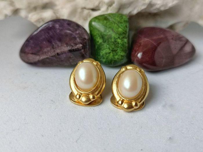 bizoucarcajou.etsy.com Table Still Life Close-up Gemstone  Jewelry Pearl Jewelry