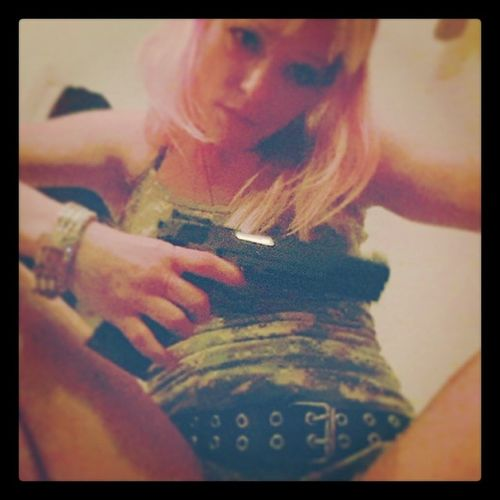 Bad Bitch Dangerously Sexy Girls With Guns Pretty Girls #molly