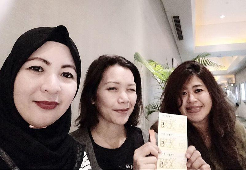 """""""Dilan"""", Movie Date, w/ Besties.. 😘 Mobile Upload-Me & Friends Forever Friends - ITag Trio Kwek Kwak By ITag"""