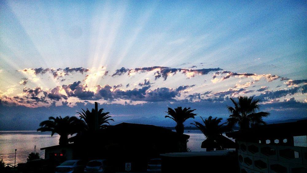 Sunrise Cloudporn Holylight Urla