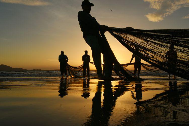 Fisherman Water City Men Nautical Vessel Occupation Fisherman Working Sunset Fishing Net Silhouette