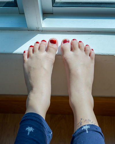 Low section of woman legs on floor