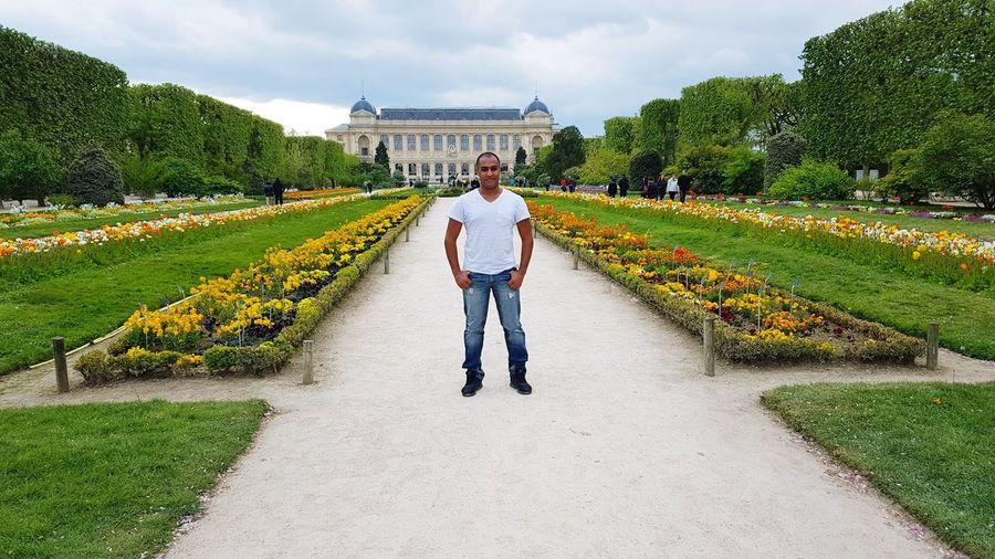 Full length of man standing at jardin des plantes