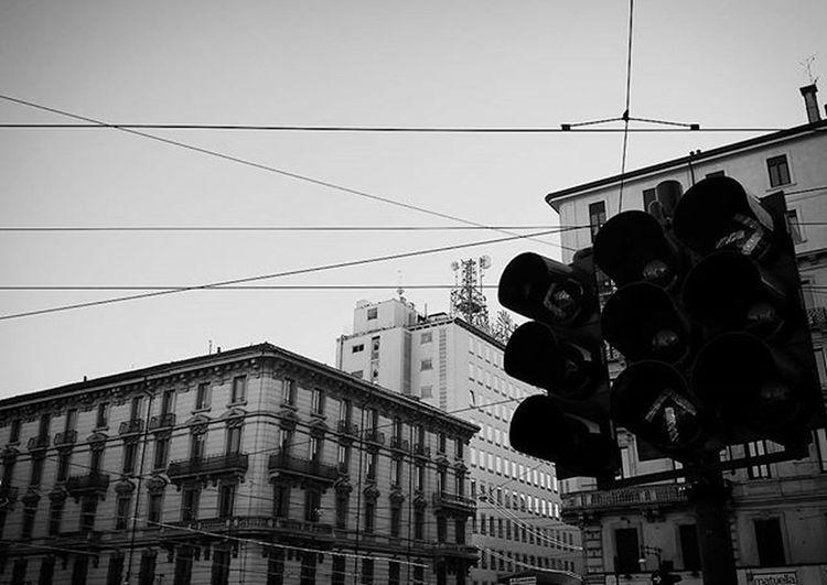 Semáforo e Linee Tram Milano Cadorna Italia Trafficlight LINE Milan Italy Blackandwhite Bnw Bn Biancoenero