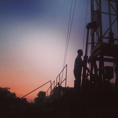 Silhouted !!! Well_No_28 Work_Over_Rigs GEECL_Diaries