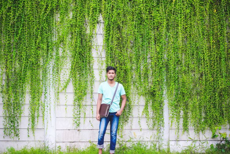 Big Background Green Color Leaves Casual Clothing Green Color Front View One Person Portrait Smiling Day Looking At Camera Standing Only Men Growth Young Adult Outdoors Lifestyles One Man Only Nature People Real People Adults Only Men Exploring Travel Love Yourself Stories From The City California Dreamin Summer Exploratorium The Portraitist - 2018 EyeEm Awards The Traveler - 2018 EyeEm Awards Holiday Moments Streetwise Photography