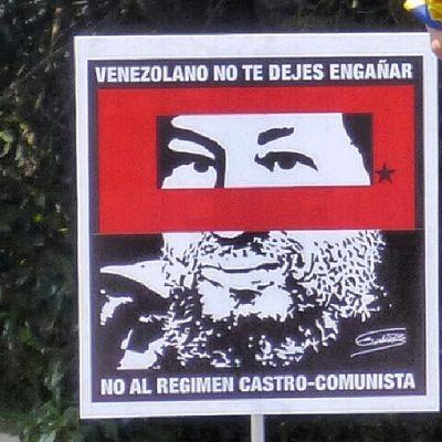 26m Chacaito Venezuela SOSVenezuela ResistenciaVzla sos estudiantes gobiernocorructo prayForVenezuela fuerza elquesecansapierde pancartas plazabrion caracas