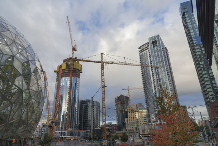 Amazon campus with construction cranes in Autumn Autumn Buying Parts Condominiums Construction Cranes RENT Terrariums Amazon Architecture Building Exterior Built Structure Business Finance And Industry City Day Housing Modern No People Outdoors Real Estate Sky Skyscraper Spheres World Headquarters