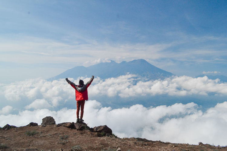 Sky Mountain Human Arm One Person Standing Cloud - Sky Scenics - Nature Leisure Activity Arms Raised Lifestyles Beauty In Nature Tranquil Scene Mountain Range Tranquility Non-urban Scene Real People Limb Nature Full Length Freedom