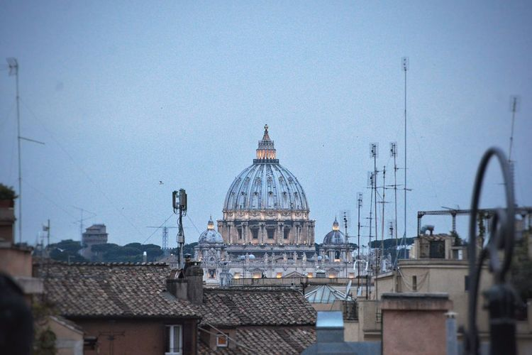 The sound of the bell, the smell of incense, the eternal spring weather and Saint Peter's Basilic in front. Yes, this is how I recreated and lived my own Roman film. Saint Peter's Basilica Basilica Di San Pietro In Vaticano Landmarks Church Religion Architecture Cities At Night Cityscape