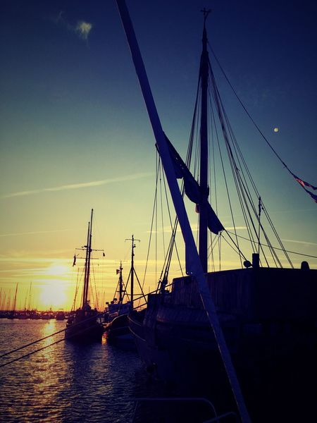 Hafen Segelboot Sonnenuntergang Transportation Mast Nautical Vessel Sky Sunset Sea Water Mode Of Transport Outdoors Idyllic Sailboat No People Scenics Rigging Sailing Ship Nature Beauty In Nature Day