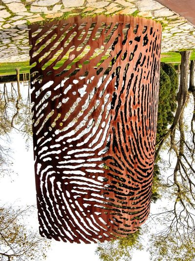Sunday flip Happy sunday eyeem friends! Urban Geometry No People Outdoors Urbanphotography Grid Urban Sculpture Greenery Textures And Surfaces Nature Photography Outdoor Photography Change Your Perspective Changeyourperspective Perspectives And Dimensions Trees Nature Landscape_photography Sunday_flip Metalwork Pattern, Texture, Shape And Form Pattern Pieces