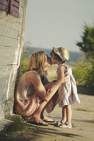 Summer kisses Faces Of Summer Kiss Summer Seaside Daddyslittlegirl Childhood Holidays RePicture Motherhood
