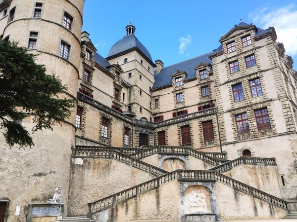 Photographie  Chateaudevizille France Paques Revolution Architecture Building Exterior Built Structure History Low Angle View Sky Day No People Château Architecture Sculpture Vizille Tourism Statue Castle