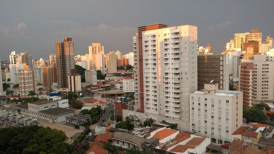 Por do sol em Campinas City Cityscape Urban Skyline Apartment Modern Skyscraper Illuminated Downtown District High Angle View Office Building Exterior