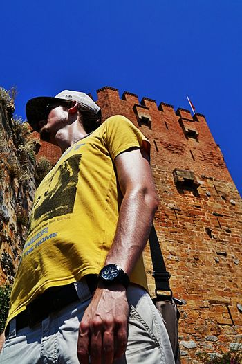 High Noon two hightowers 😊 Low Angle View togetherness Walking Around Ancient Architecture Person Tourism Casual Clothing Vacations Blue Day Outdoors Sky People Beliebte Fotos Young Adult Carefree Red Tower Kizil Kule Alanya Turkey