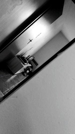 Au travers de la porte. Chambre Travers Sombre Clair Porte Piece Mur No People
