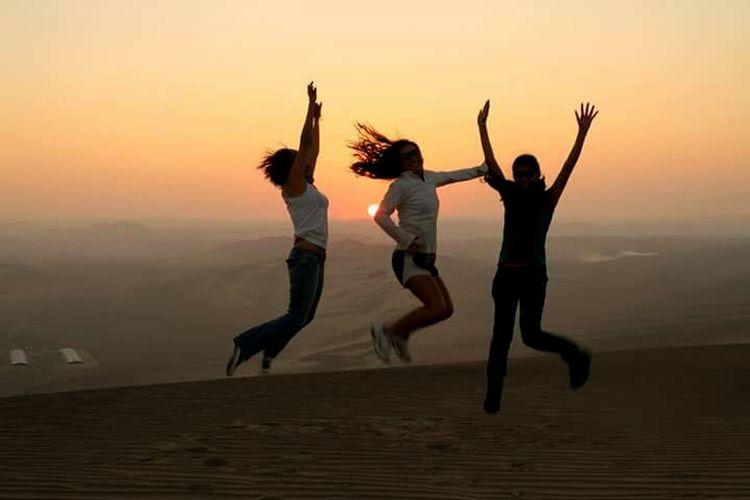 Motion Sand Sunset People Only Women Fun Desert Jumping Joy Of Life Happy People Outdoors Silhouette Dunas Huacachina Dunas De El Desierto Dunas
