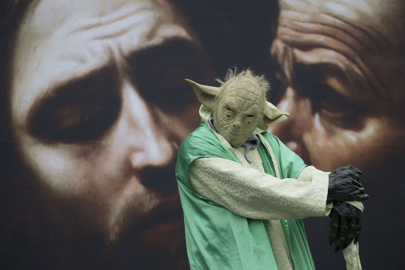 """The Dark Side, I sense in you I had been to the National Gallery in London and when there were these street artist performing some innovative and wonderful arts. Yoda is the one that intrigued me, which is obvious since me being a staunch Star Wars fan :). It reminded me one of his famous quotes from the series: """"If no mistake you made, yet losing you are. A different game you should play"""". Day EyeEm EyeEm Best Edits EyeEm Best Shots EyeEm Gallery EyeEm Masterclass Eyeem Streetphotography EyeEm Streets EyeEmBestPics Eyeemphotography F/∞ Outdoors People Shuttercrazy Sohillaad SohilLaadPhotography Star Wars Streetphotography Yoda"""