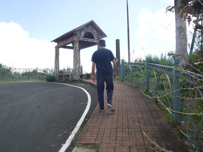 Clouds Hill Man Peoples Park Tagaytay Philippines Sky Tagaytay Travel Vacation Walking Alone...
