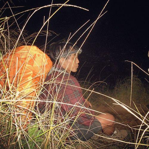 Night trip penanggungan Headlamp Rehat Explorejatim Mtpenanggungan independenceday 17agustus2014 mengandalkan lampu pendaki kepala pendaki lain..