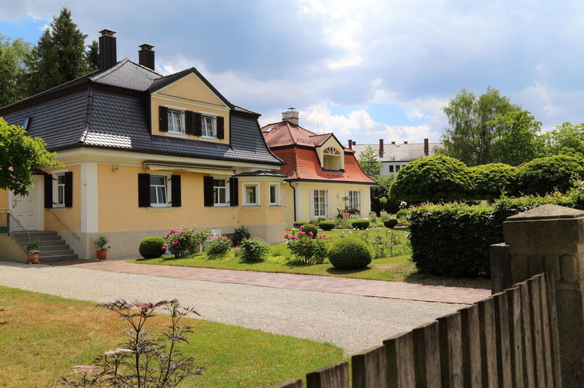 Houses in Munich suburb Architecture Building Exterior Cloud - Sky Detached House Front Or Back Yard Garden German House German Houses House Houses Residential Building Suburb