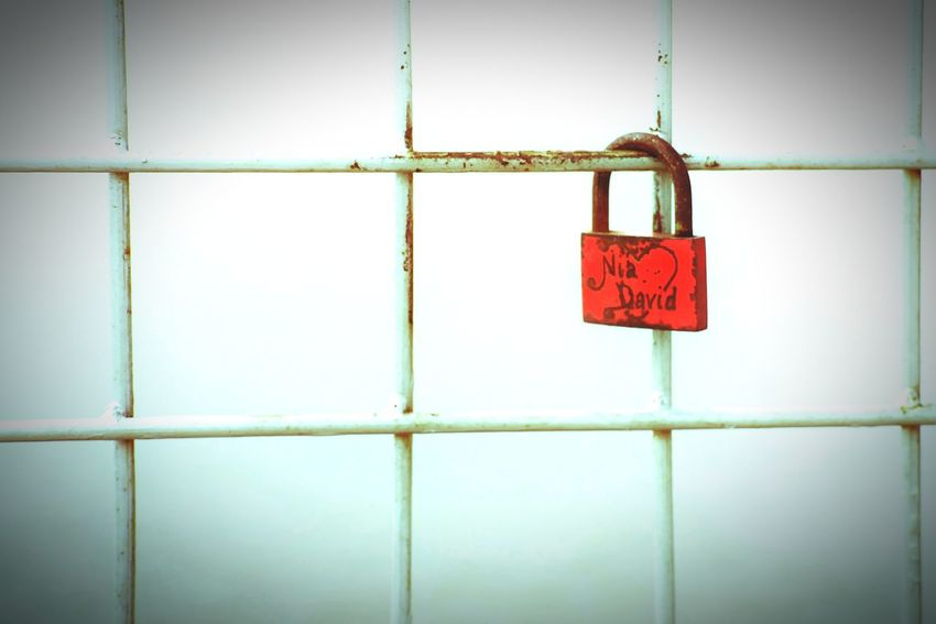 locked EyeEm INDONESIA EyeEm Gallery EyeEm Best Shots EyeEmNewHere Sad & Lonely EyeEm Indonesia Picture Love Photography EyeEm Nature Lover Eyeem Market eyeemphoto EyeEm Selects Eyeem Photography Red On The Edge Edge Of The World Red Hanging Prison Lock Padlock Close-up Locked