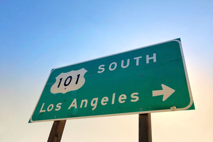 …heading south. Los Ángeles Highway 101 Text Sign Guidance Western Script Sky Road Sign Arrow Symbol Directional Sign Low Angle View Clear Sky Day