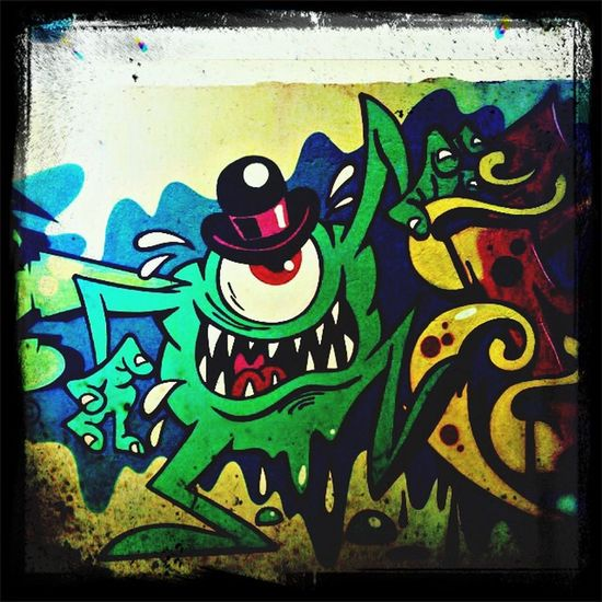 Monster Graffiti Draw Wallcoloros