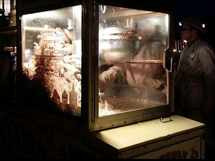 Reaching In Popcorn Cart Popcorn Night DisneySea Tokyodisneysea Tokyo Japan JapanDec2016 TokyoDec2016