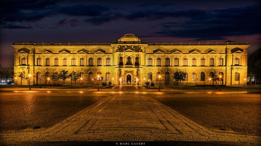 Sempergalerie zur blauen Stunde. Manchmal lohnt es sich, sein Archiv nochmal zu durchforsten. =) Zwinger Blue Hour EyeEm Best Shots Night Photography