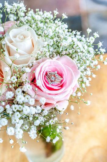 Depth Of Field Ring Wedding Bouquet Roses Photography Eyeslikeanalog