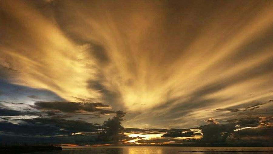 EyeEmNewHere Sun_collection, Sky_collection, Cloudporn, Skyporn Potrait_photography Potraitmood Potraitphoto Indonesia_photography Indonesiasunset Paradise On Earth Beauty In Nature Sunset Nature Cloud - Sky gold colo