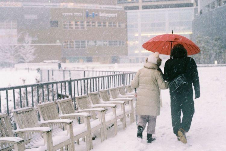 Snow Streetphotography NikonFM2 Walking Around