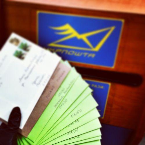 Наконец-то и я добралась до рассылки новогодних открыток @flexiwood 💌🎄 Первая партия улетела🐦💭 Flexiwood открытки Postcards Greetingcards Cards Woodcards Woodencards деревянныеоткрытки деревяннаяоткрытка укрпочта Ukrposhta Newyeariscoming Christmas конверты Coloredenvelopes Envelopes