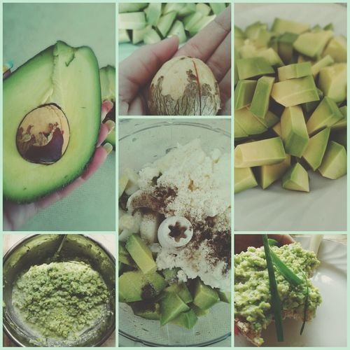 Avocado sauce: 1 avocado, 1 onion, garlic, cheese, juice from one lemon, salt and black peper, mix it up in blender, put on the rice cakes and enjoy this refreshing healthy taste ♡ Avocado Recipe Green Healthy Food