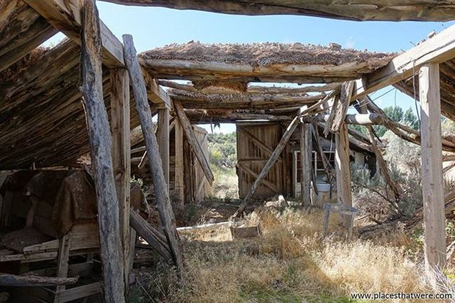 Rustic Full article here: http://www.placesthatwere.com/2016/05/abandoned-places-in-antimony-and.html Abandoned Abandonedplaces Ghosttowns Utah AbandonedplacesinUtah Abandonedutah Antimony Antimonyutah Junction Juctionutah Utahghosttowns