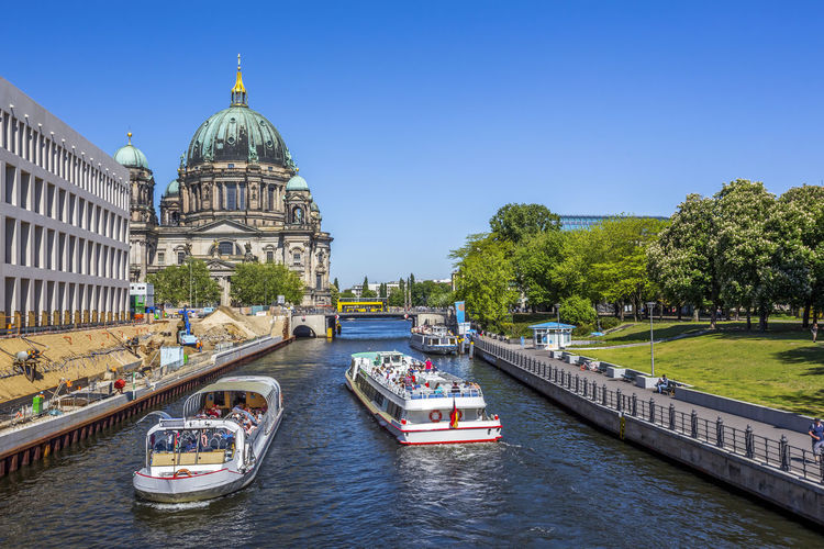 Berlin cathedral by river in city