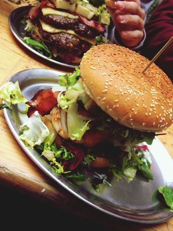Aldda vadda Delicious Friends Bacon Explosion Burgers