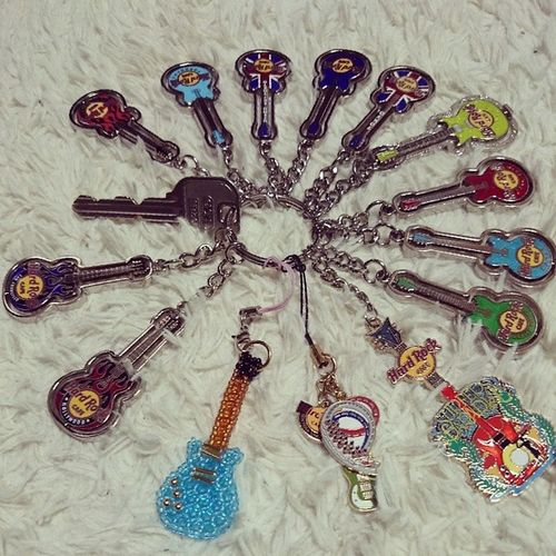 Where is my house key?? Haha One key, 14 key chains from 9 countrys :) HRC Hardrockcafe Collection