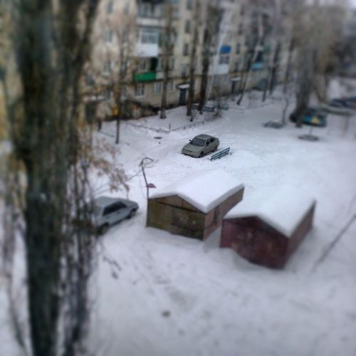 Spring двор дома город снег
